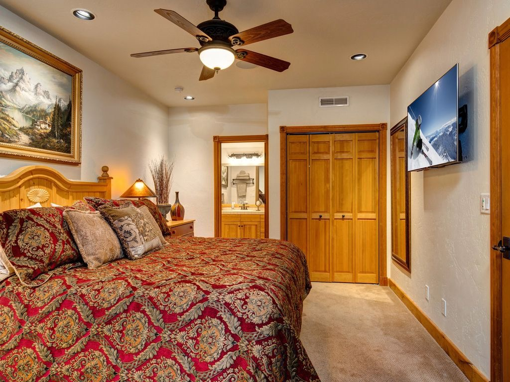 master suite king size bed