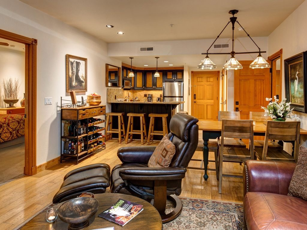 Town Lift Condo dining area