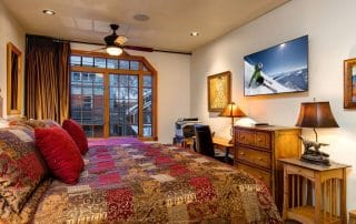 Town Lift Condominium bedroom amenities
