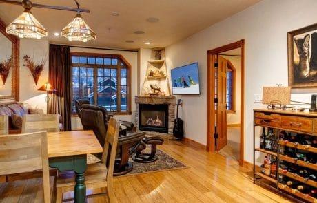 Town Lift Condominium dining room